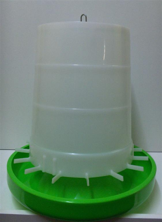 AVICO GEAR BOX FEEDER, 8 Kg (GREEN & WHITE) POULTRY