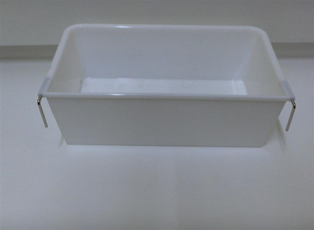 LARGE PLASTIC RECTANGLE CUP W/METAL HOOKS