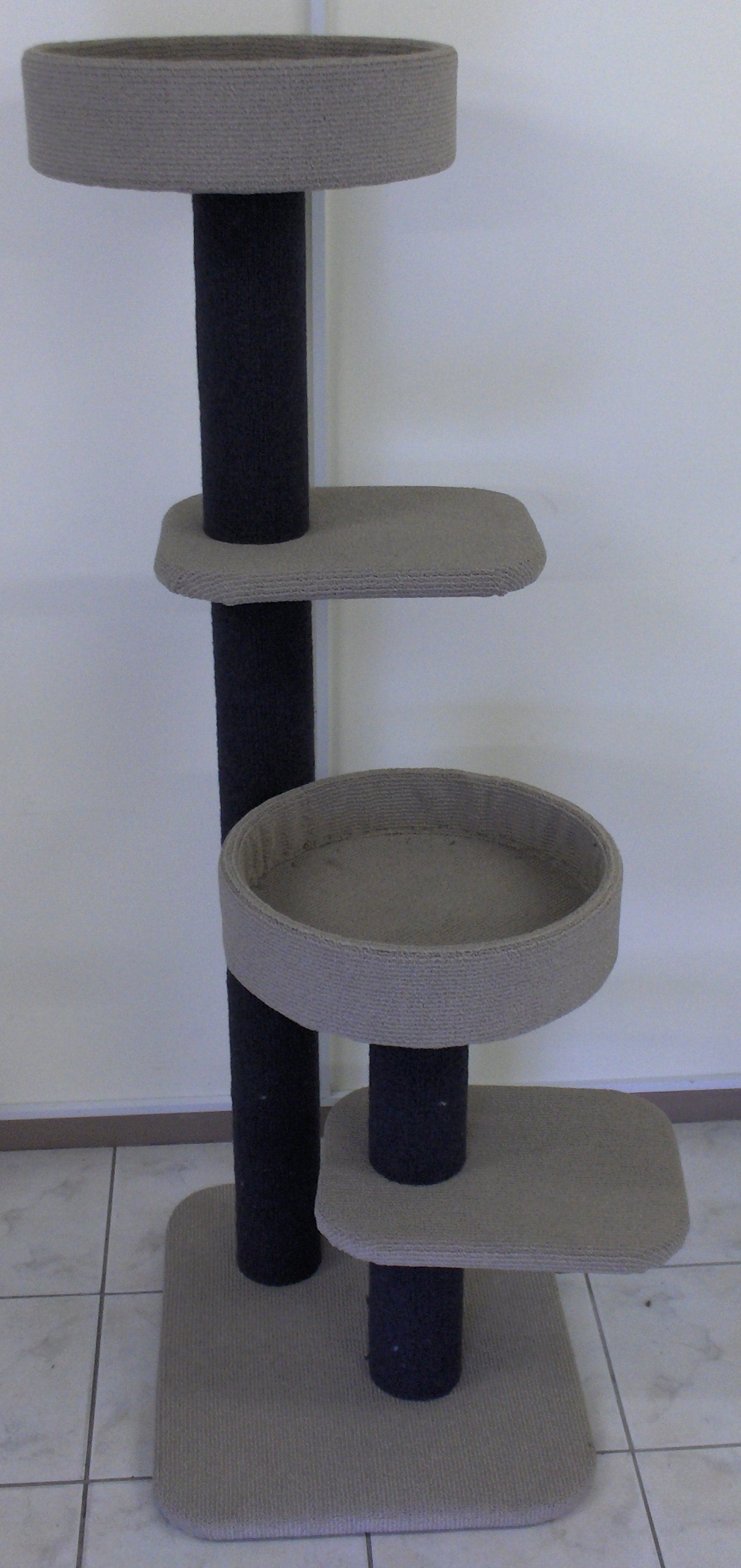 2 POLES WITH PLATFORM AND BASKET B:60x50 H:135