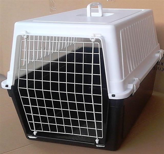 DOG / CAT CARRIER 60L x 42H x 39.5cmD
